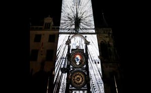 Astronomiska uret i Prag får liv. Bild från video