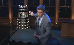 Craig Fergusons galna Dr Who-dans. Bild från video