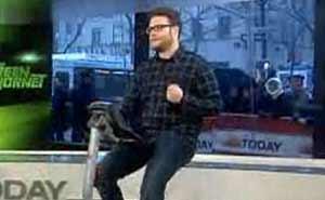 Seth Rogen i sadeln. Bild från video